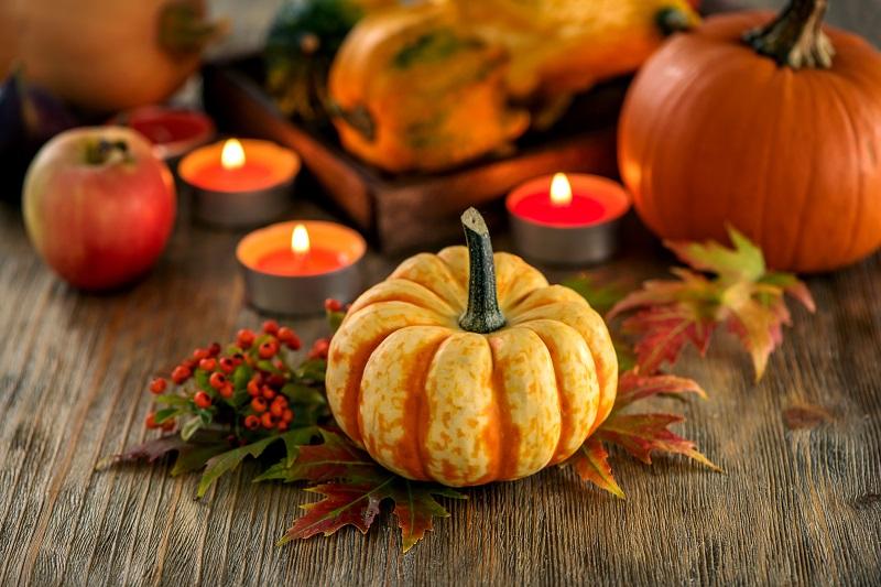 autumn table decoration with pumpkins